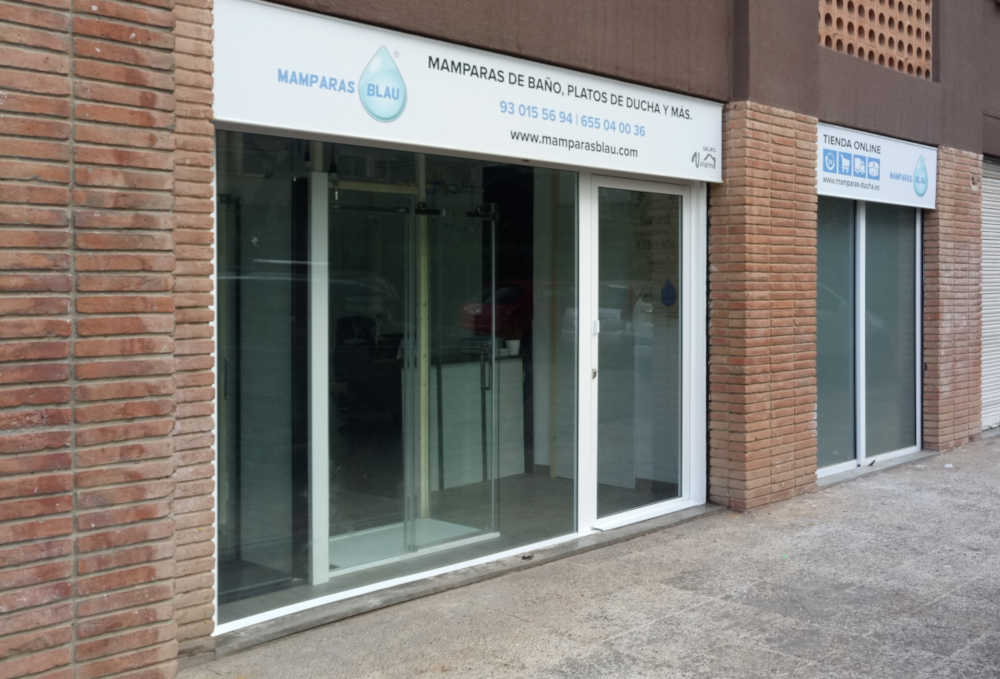 Exposición de mamparas y platos Barcelona